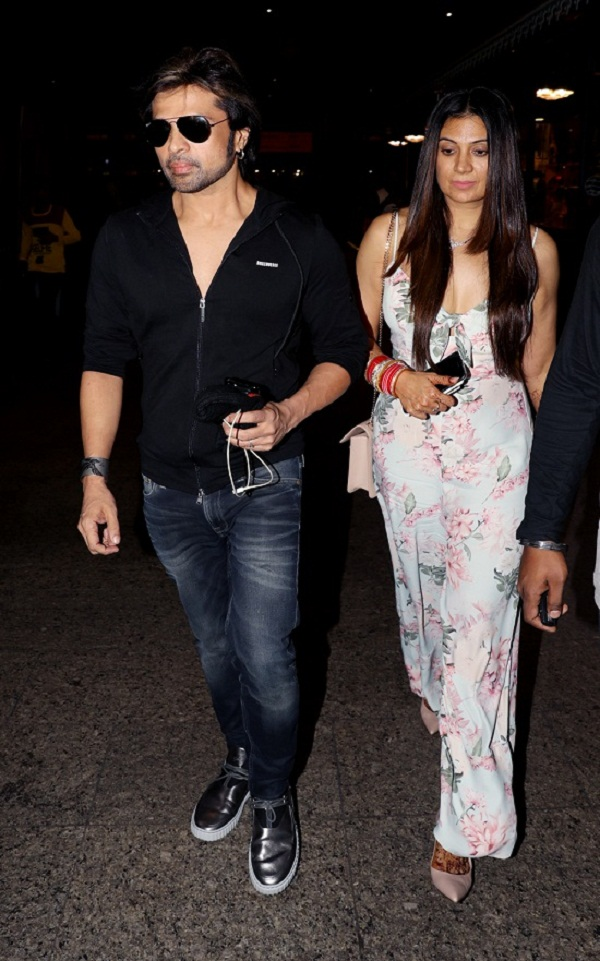 himesh and sonia at airport