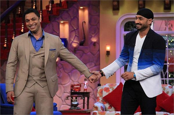 harbhajan trolls the picture of shoaib akhtar  s second son