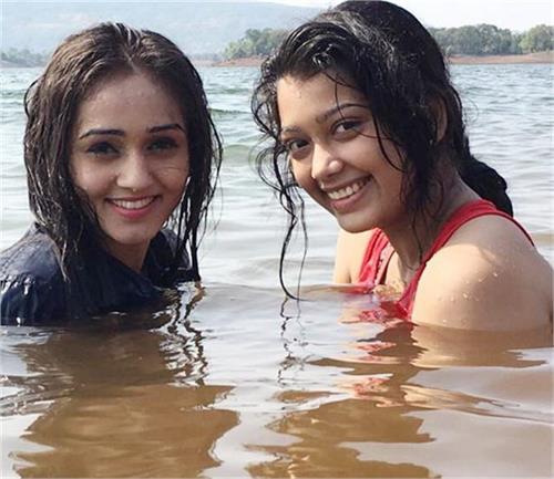 digangana suryavanshi enjoying holiday with friends