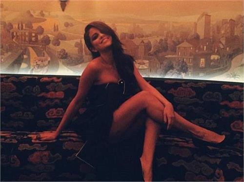 selena looks so hot in black dress