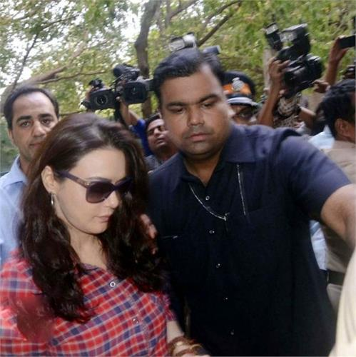 preity zinta get angry on photographers