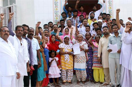 valmiki society shouted slogans against deputy mayor