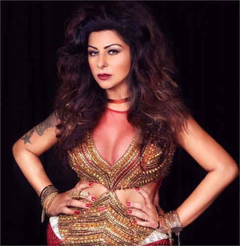 hard kaur want to make film based on her mom