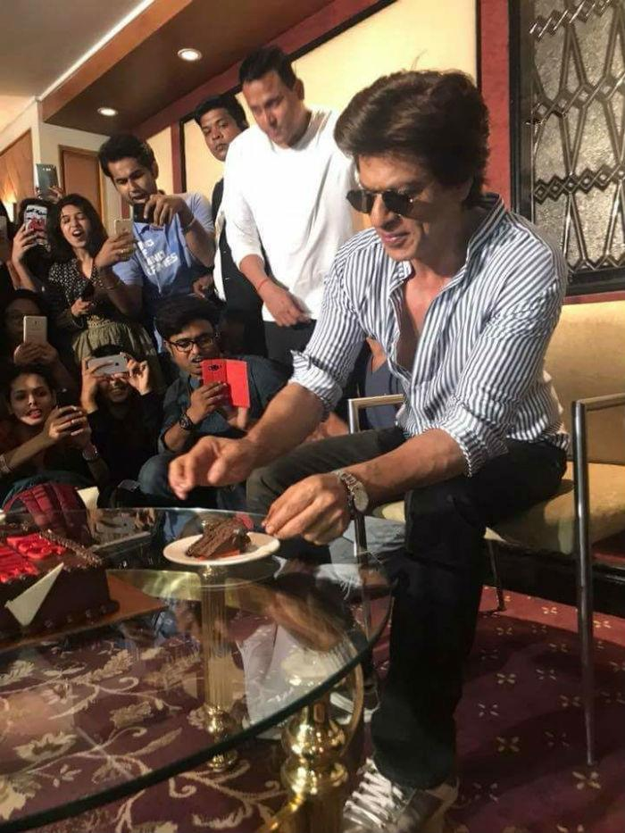 shah rukh khan birthday celebrating