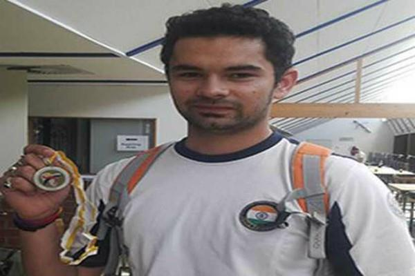 akhil  yashaswini  win gold medals in shooting competition