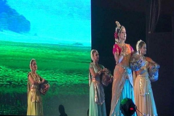 drama girl hema malini made a dance in the festival of geeta mahaotsav