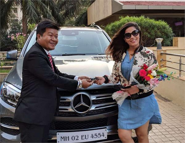 richa buys a new car