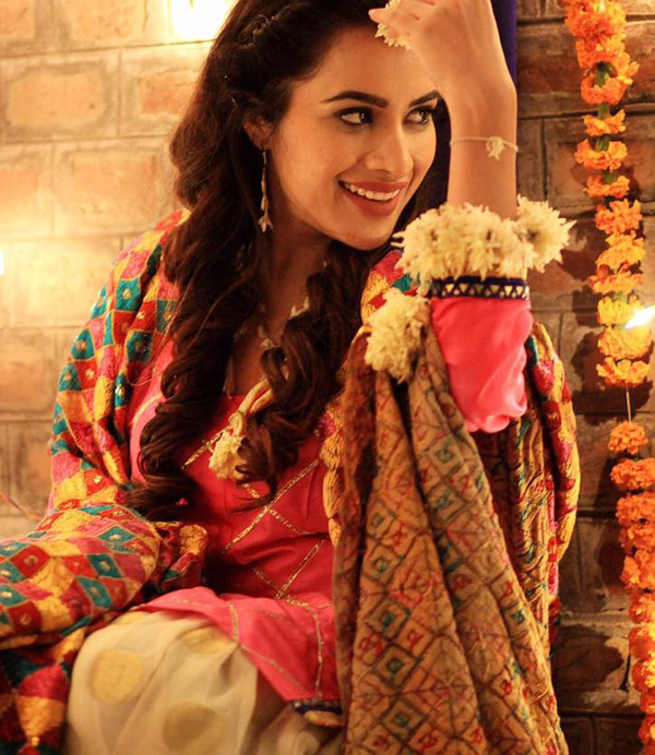 sara gurpal beautiful pics in suit