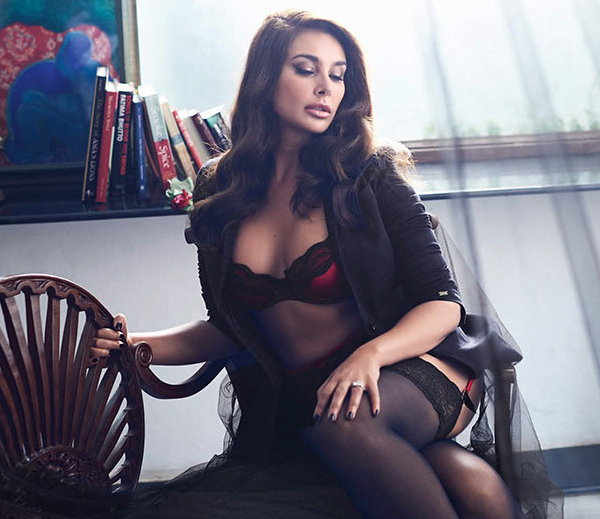 hot and bold pics of lisa ray