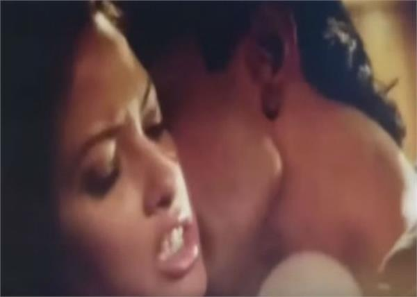 riya-sen-sex-scene-sexy-country-guys
