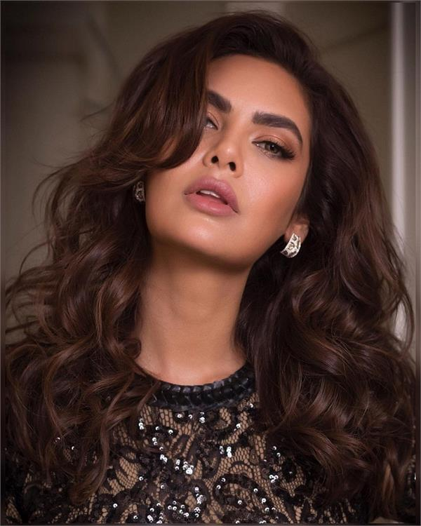esha gupta hot look
