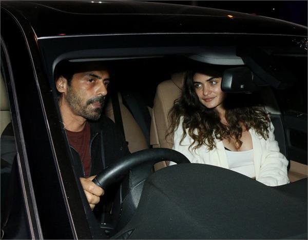 arjun rampal with his girlfriend