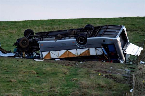 1 killed  23 injured in mini bus plots in scotland