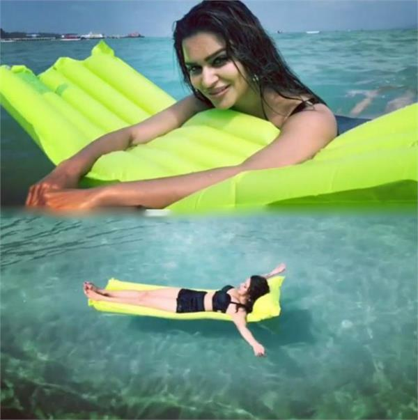 aashka goradia enjoys being a water baby during her holidays