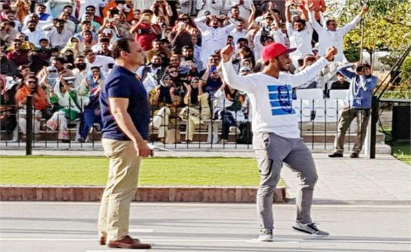 pakistani cricketer show on wagah border  video viral