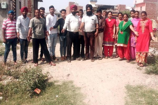 mohalla residents of fateh singh avenue of the demands