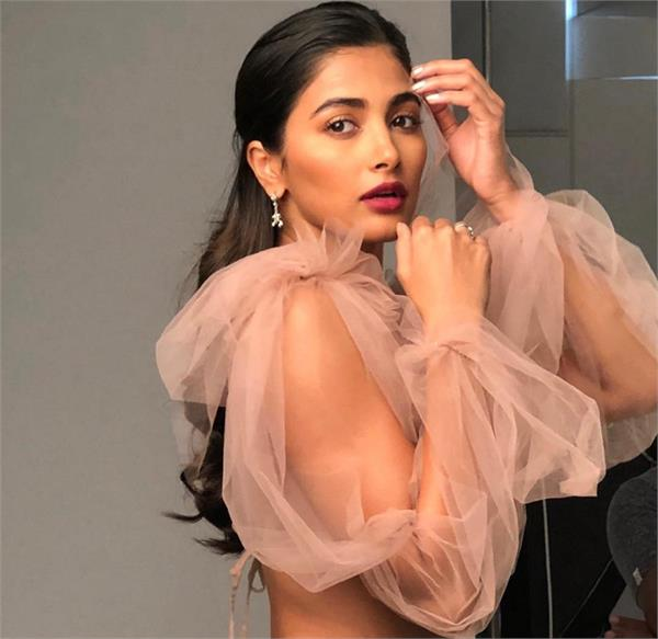 pooja hegde to nail a dance sequence in the first take