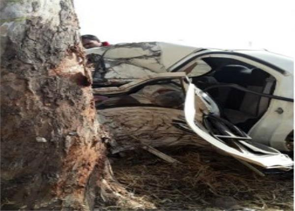 car collision with tree in mirzapur  killing 5 people