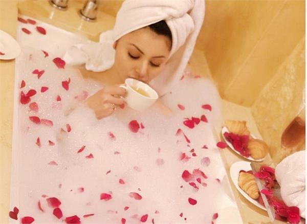 urvashi rautela bathtub photo