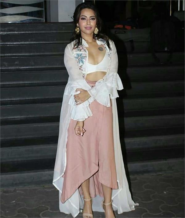 swara bhaskar bold look