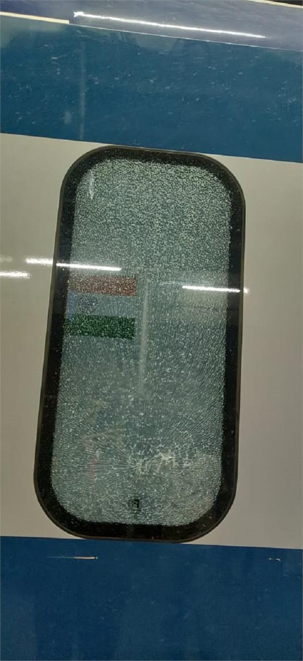 attack with stone on vande bharat express at ludhiana railway station