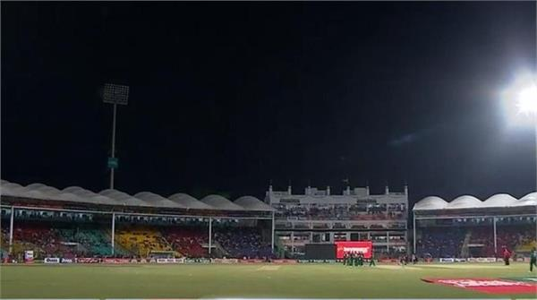 lights went off twice during the second odi of pak sri lanka