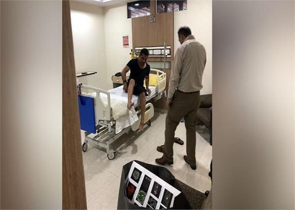 robert vadra noida metro hospital admit priyanka gandhi