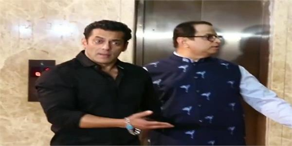 salman khan loses his temper when fan take selfie at ramesh taurani diwali bash