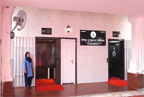 sri harmandir sahib  pilgrims  bathroom