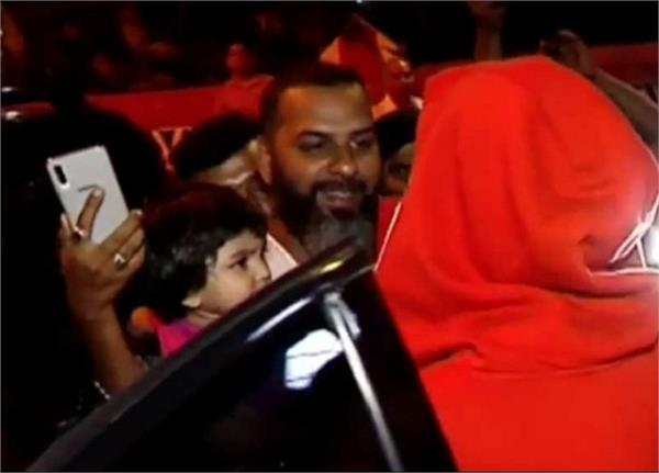 ranveer singh s quirky red look leaves a kid in tears