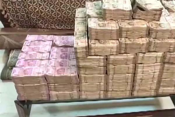 it department seized 44 crore cash and 90 kgs of gold from wellness guru