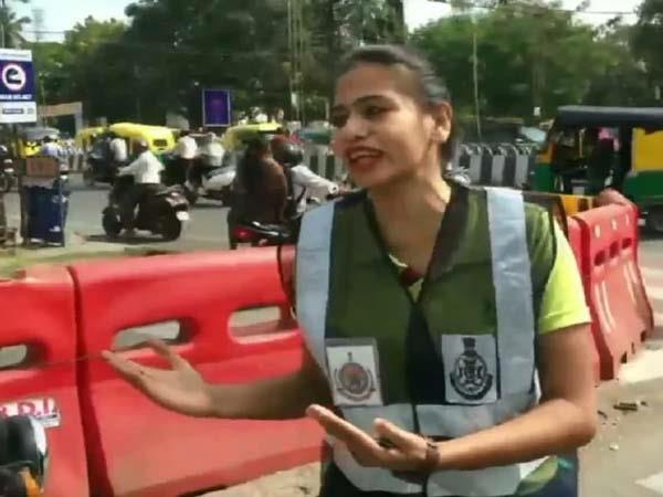mba student shubi jain manage traffic in indore by dance