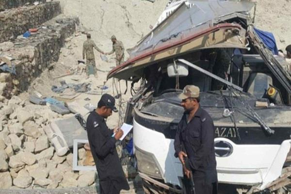 balochistan  9 killed  29 injured in pakistan bus accident