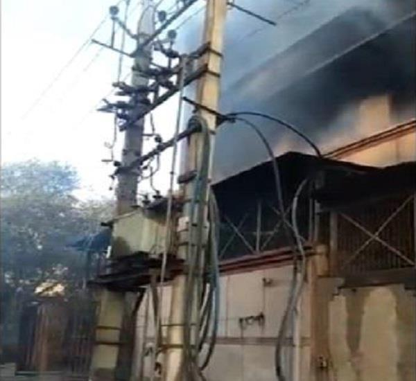 delhi narela shoe manufacturing factory fire