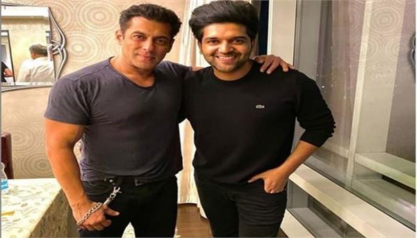 guru randhawa shares special picture with salman khan on instagram