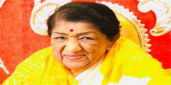 lata mangeshkar returns home from breach candy hospital