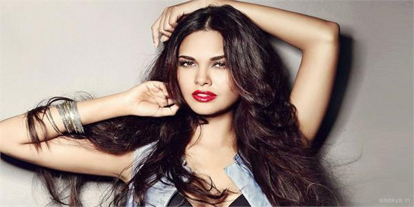 esha gupta birthday