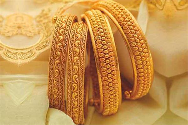 gold decouples from wedding season