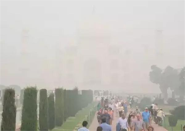 agra fog taj mahal tourists unhappy