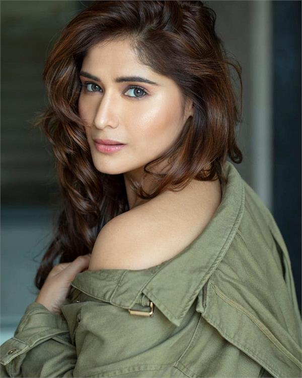 bigg boss 13 aarti singh becomes first captain and secured from nomination