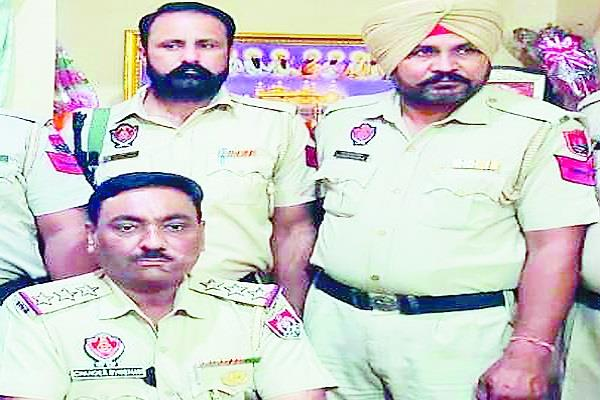 bhikhiwind  police  heroin  person  arrested