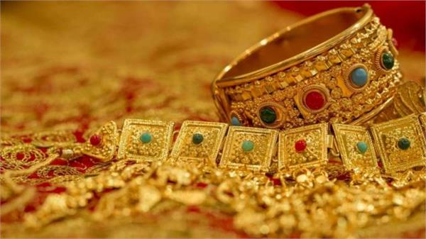 gold slipped by rs 700