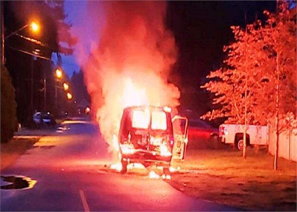 kashmir punk bjp leader vehicle fire