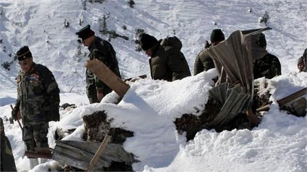 2 army porters killed in avalanch