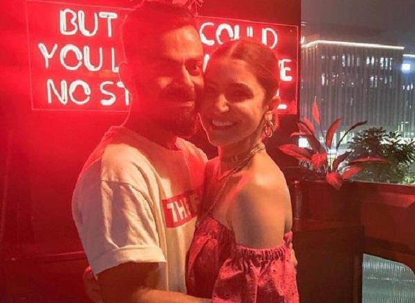 anushka sharma takes romantic photo with husband virat kohli