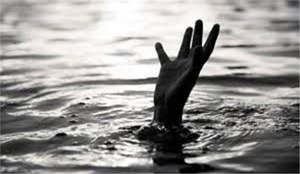 three died in pond due to selfie