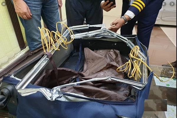 1 30 crore gold seized from passengers from dubai at amritsar airport