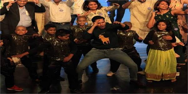 varun dhawan spreads cheer as he dances with cancer patients