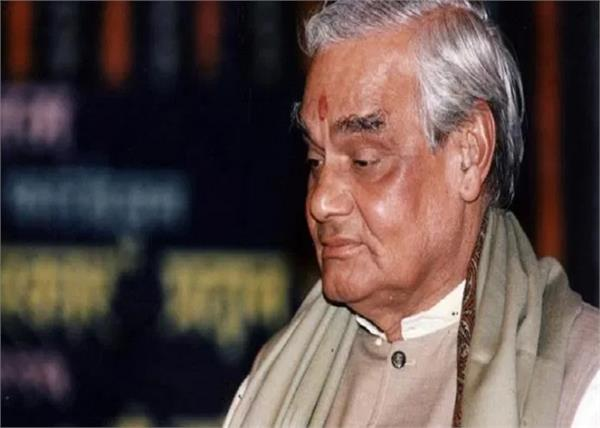 lucknow atal bihari vajpayee 94th birthday 25 feet statue