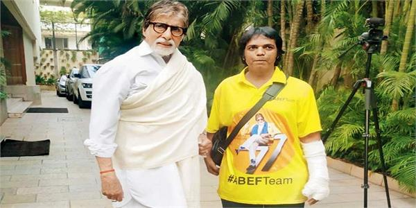 amitabh fan runs to chase chain snatcher and hand him over to police